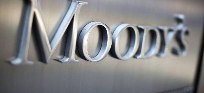 Moody's baja calificaciones de ocho bancos y del IPAB