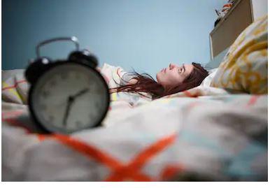 ¿Por qué te cuesta trabajo dormir durante el confinamiento?